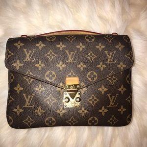 """""""Louis Vuitton"""" Metis pochette w/ no strap"""